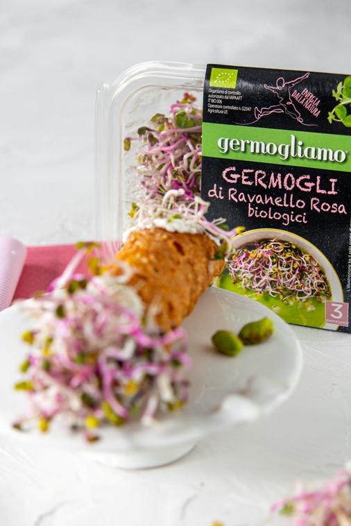 cannolo-ricotta-germogli-ravanello